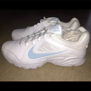 Women's Nike View iii Athletic Shoes; size 8.5